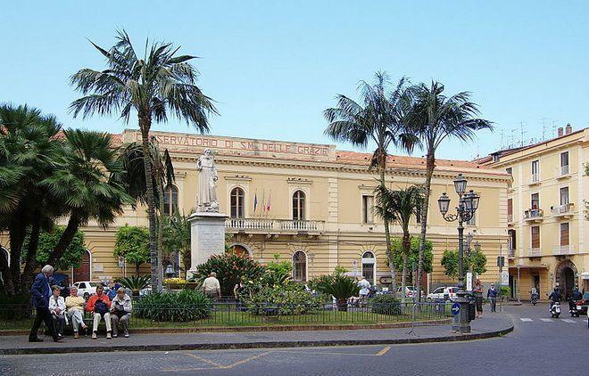 Площадь и базилика Святого Антонина