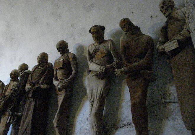 Коридор профессионалов - Катакомбы капуцинов в Палермо