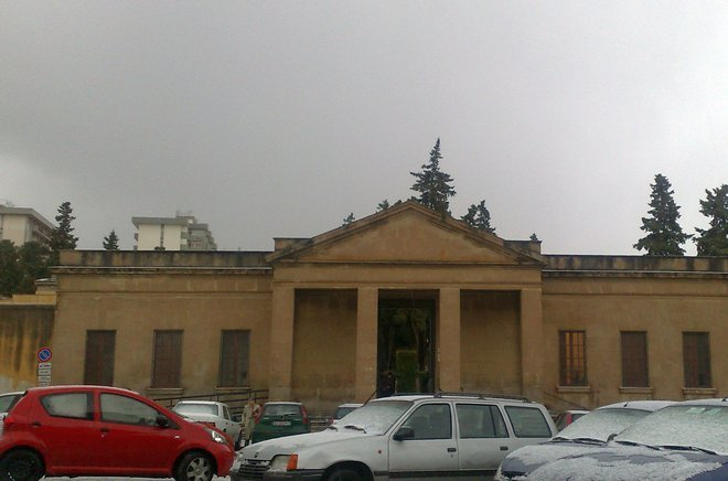 Фасад музея мертвецов в Палермо