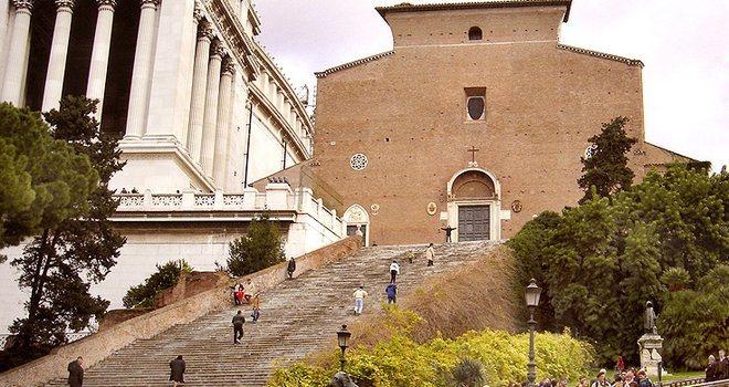 Фасад базилики Санта-Мария-ин-Арачели
