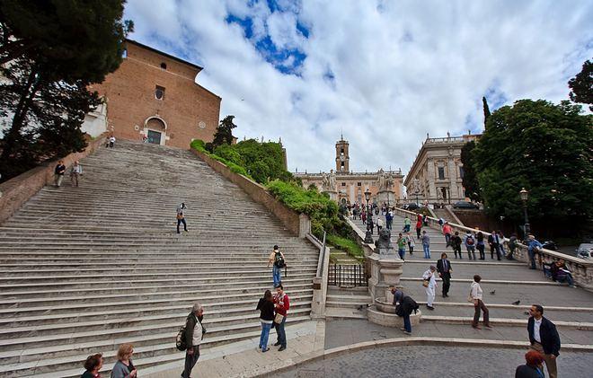 Подъем на капитлийскую площадь и к базилике