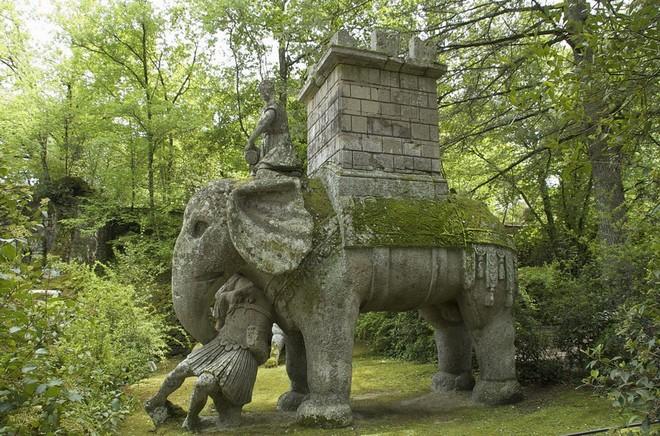 Слон Ганнибала, убивающий человека